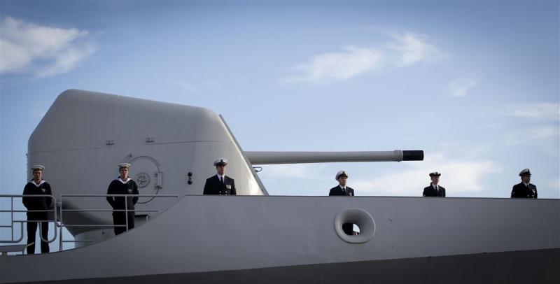 Russische vliegtuigen scheren langs fregat