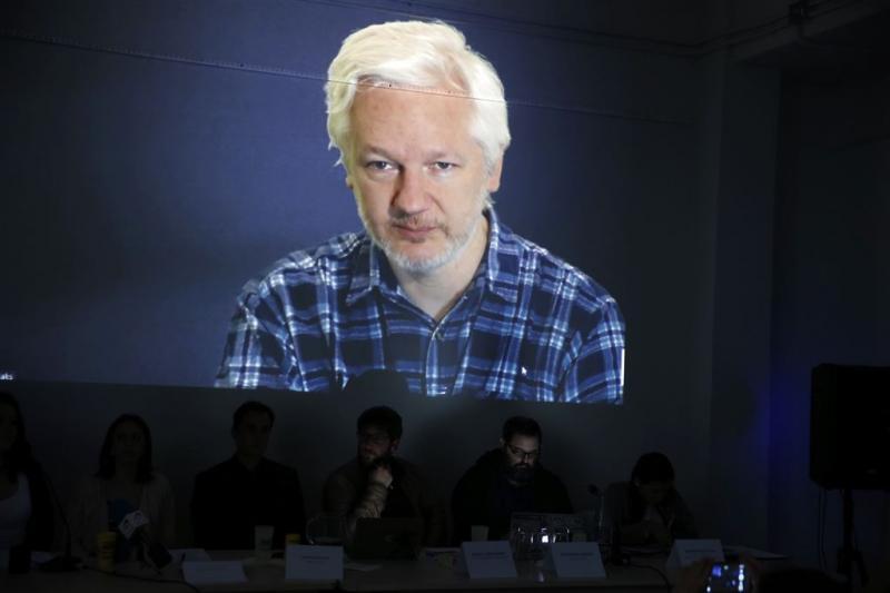 Assange wil politiek asiel in Frankrijk