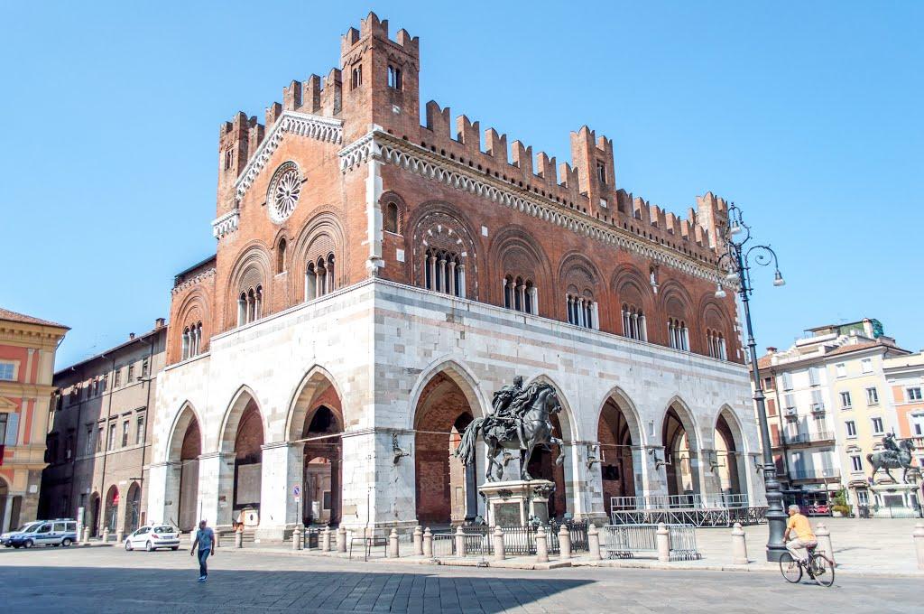 Ook Piacenza is het bekijken waard (Foto: Panoramio)