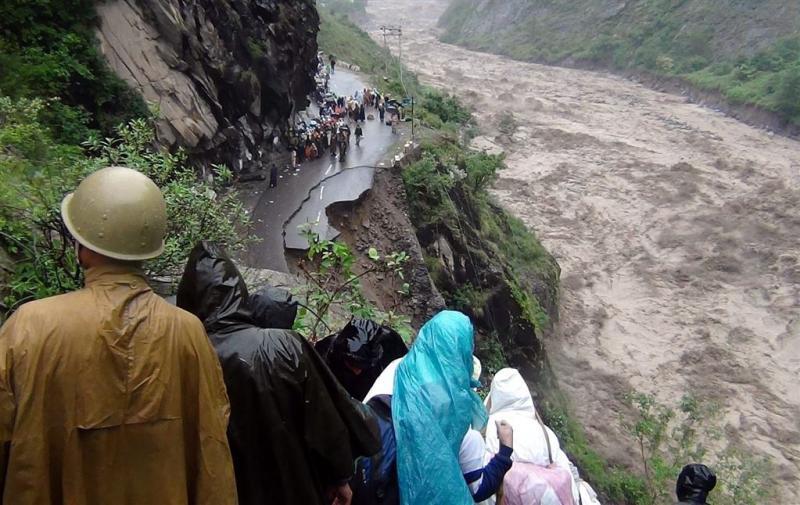 1800 mensen vast na aardverschuiving India