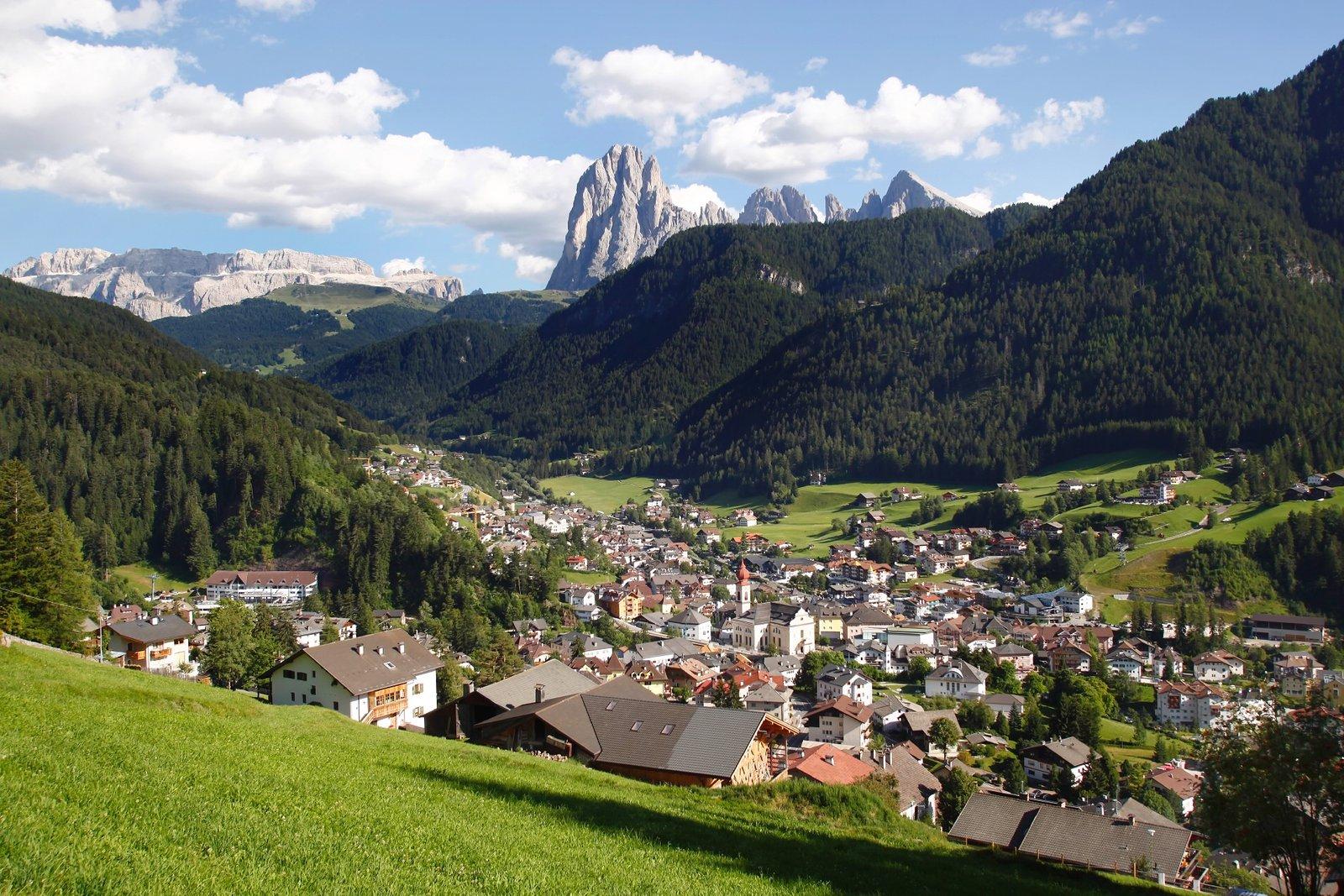 Ortisei/St. Ulrich ligt er prachtig bij (Foto: Panoramio)