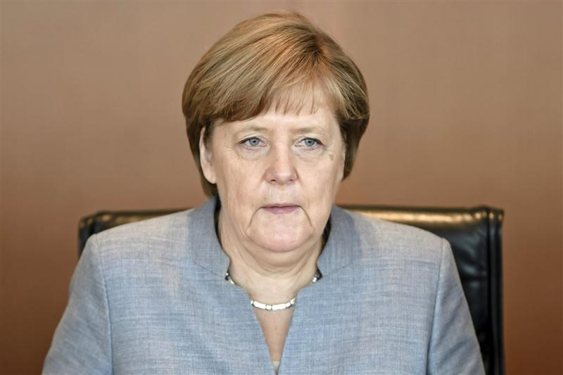 Merkel dreigt Erdogan met vertrek troepen