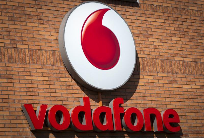 Vrouw troggelt Vodafone 773 telefoons af