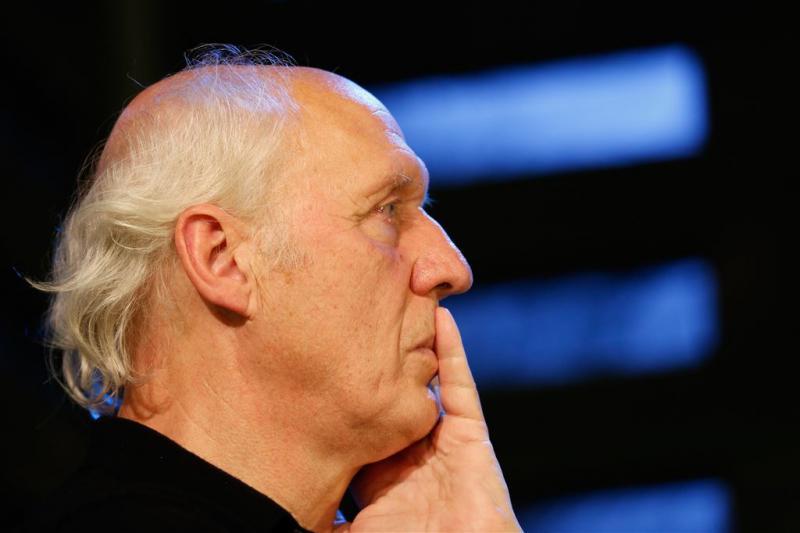 Herman van Veen breekt pols tijdens optreden