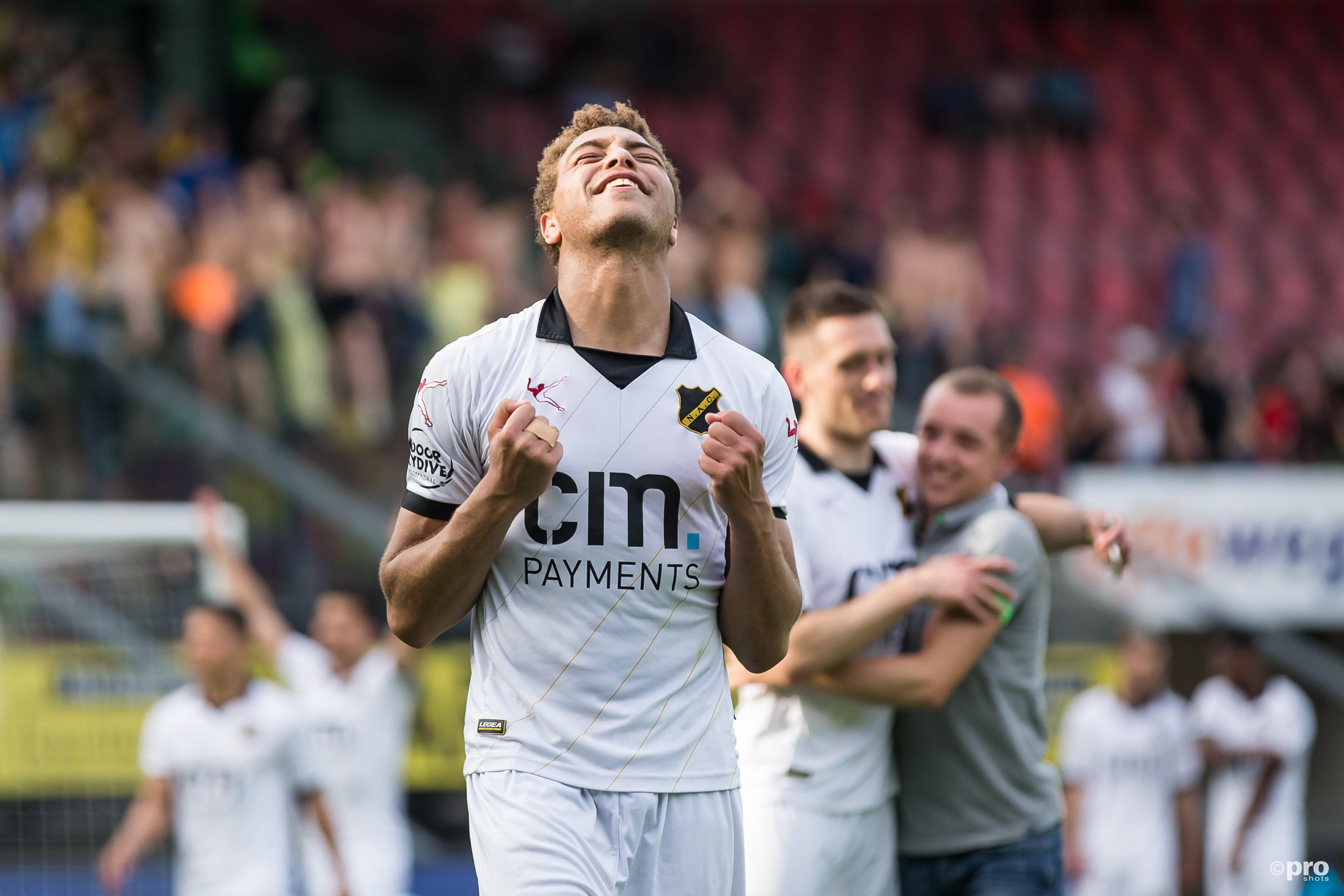NAC promoveert naar de eredivisie, NAC-speler Cyriel Dessers dolblij. (PRO SHOTS/Marcel Bonte)