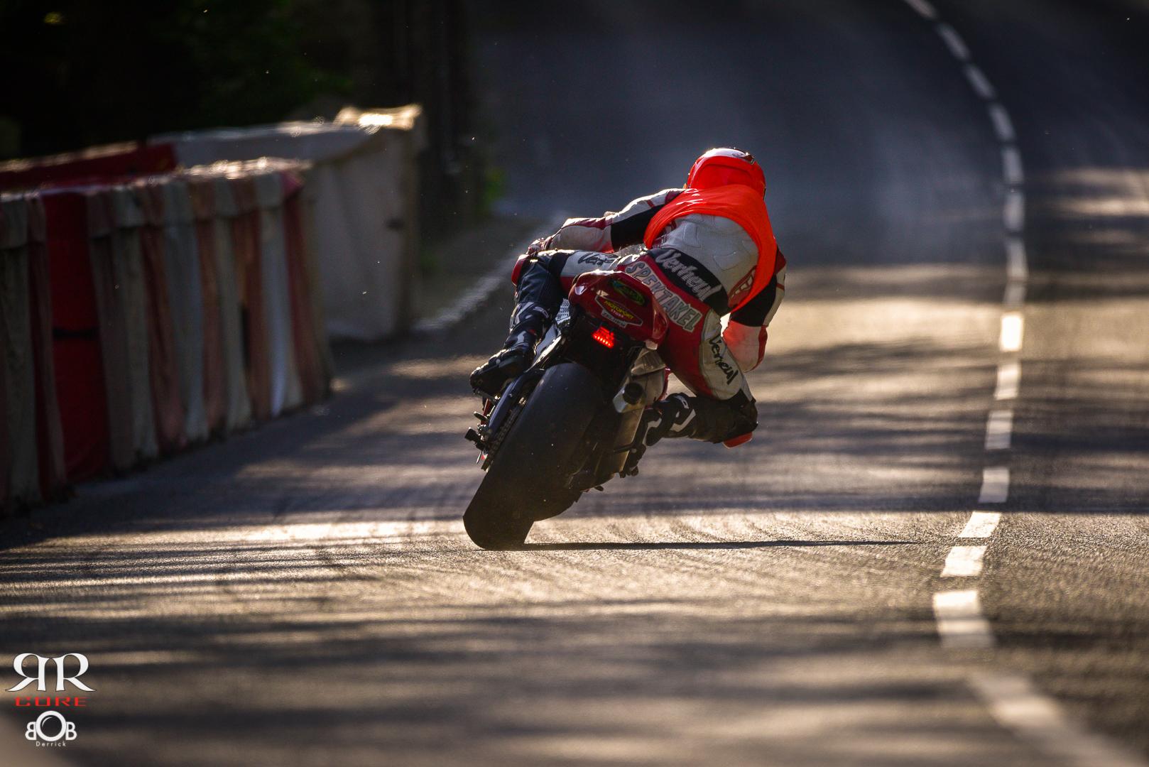 Jochem van den Hoek bij Ballaugh Bridge tijdens de Isle of Man TT 2016 (Road...