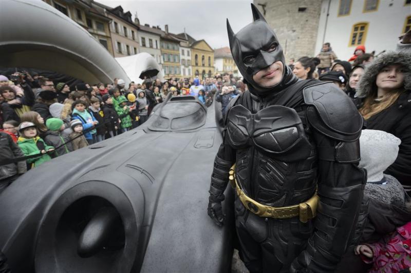Batman vraagt Catwoman ten huwelijk