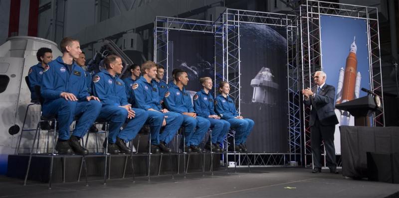 NASA presenteert twaalf nieuwe astronauten