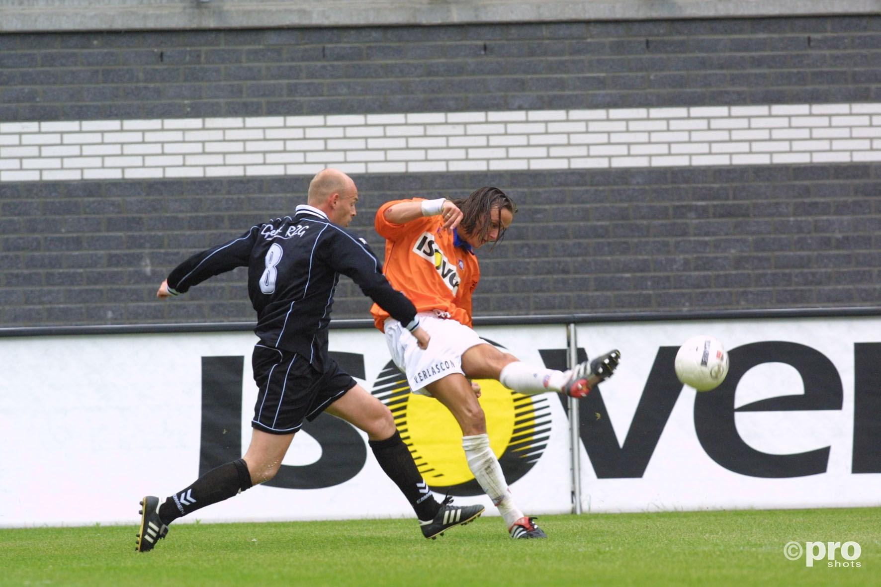 Marcel Keizer als speler in actie voor FC Emmen tegen RBC Roosendaal in 2002 (Pro Shots/Toin Damen)