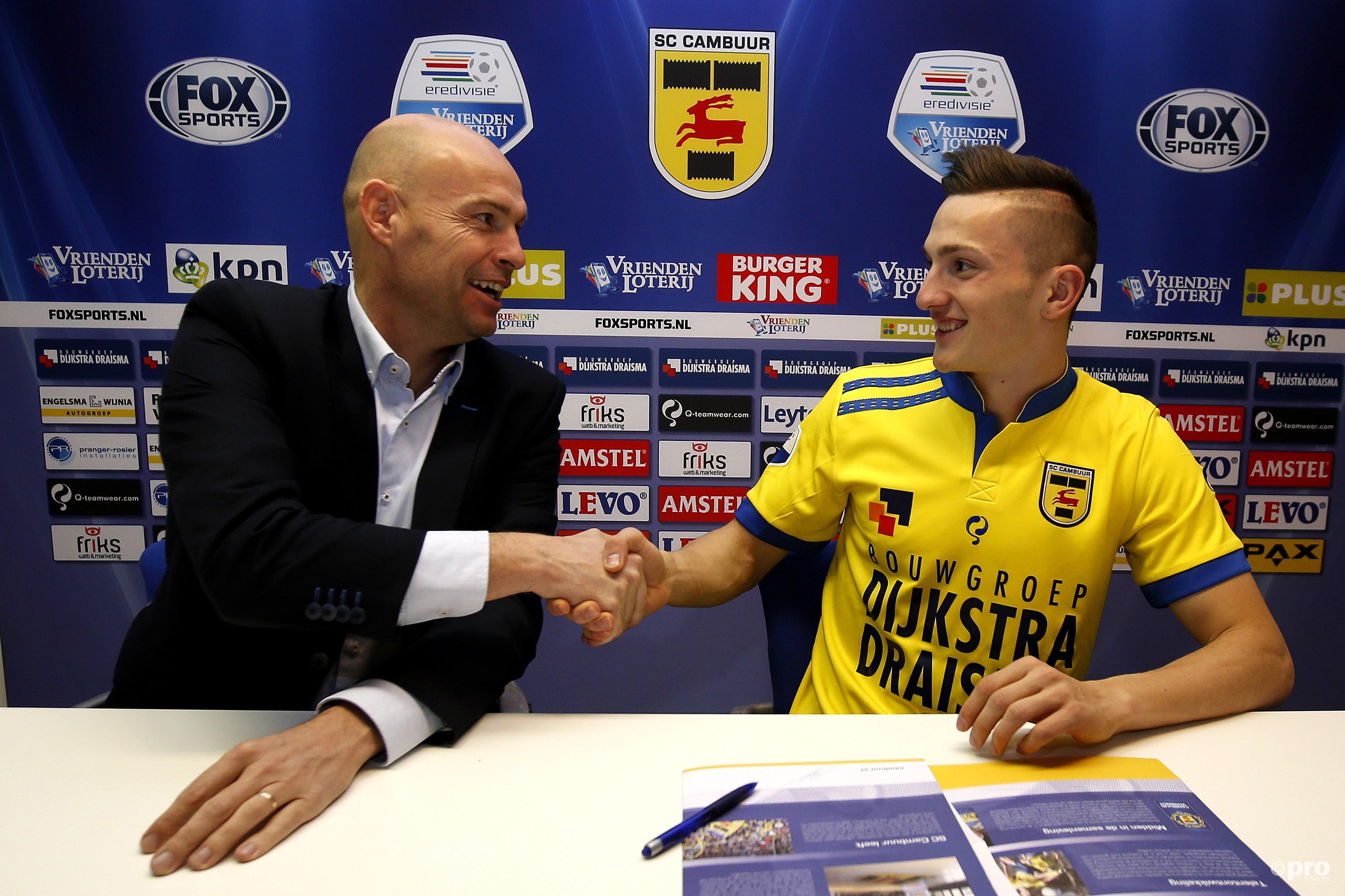 Keizer als technisch directeur van SC Cambuur, met speler Sinan Bytyqi (Pro Shots/Henk Jan Dijks)