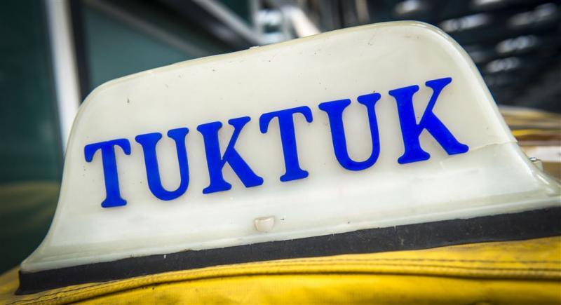 Tuktuk met slakkengangetje over A7
