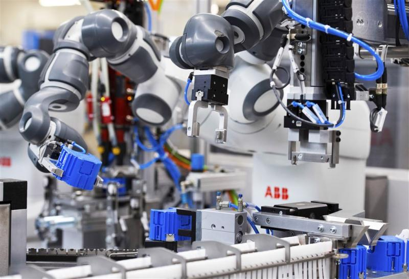 Robots werken samen aan lopende band in Ede