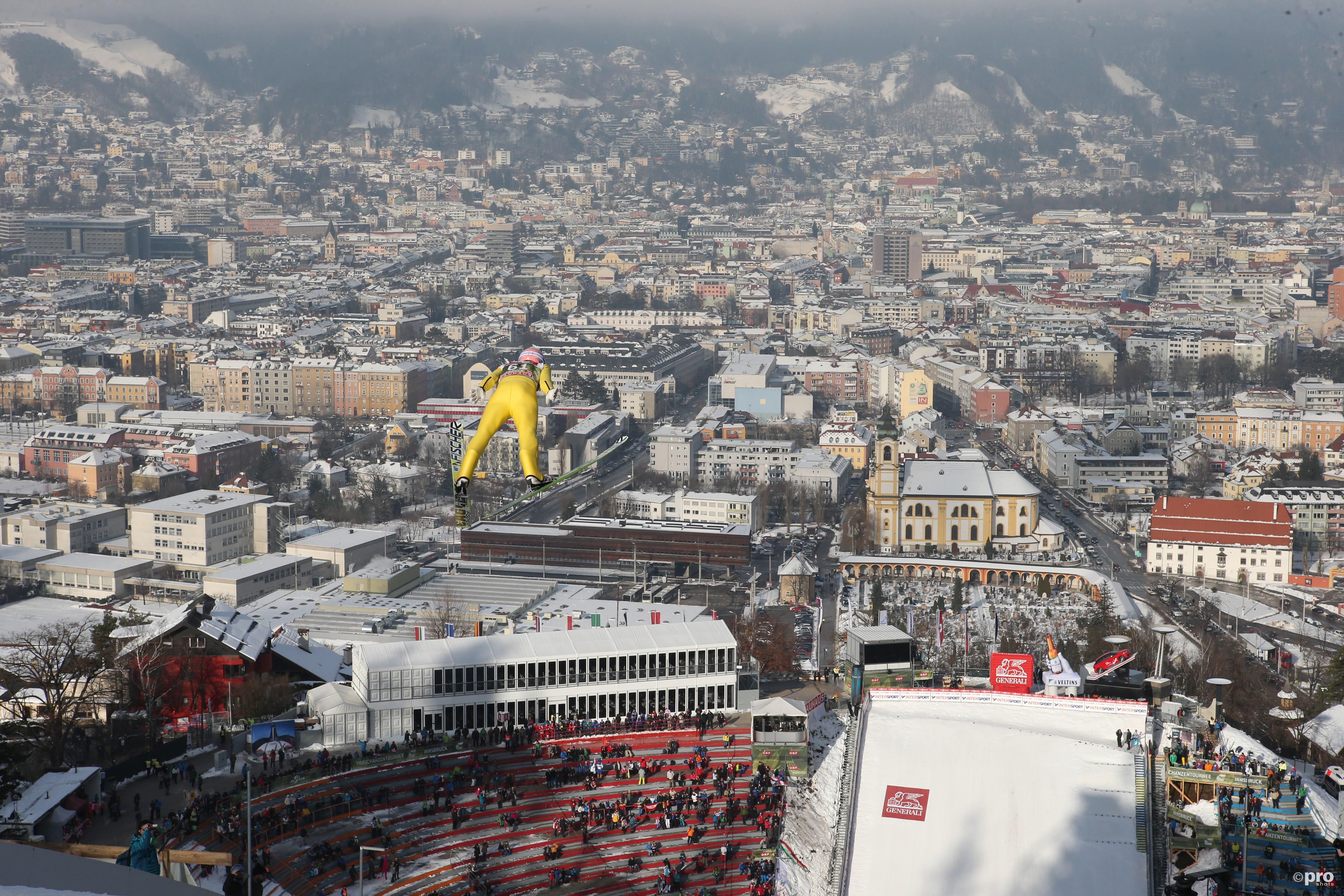 Het schansspringen op de Bergisel in Innsbruck biedt tijdens de Vierschansentoernee elk jaar weer prachtige beelden en een waar volksfeest (Pro Shots/Gepa)