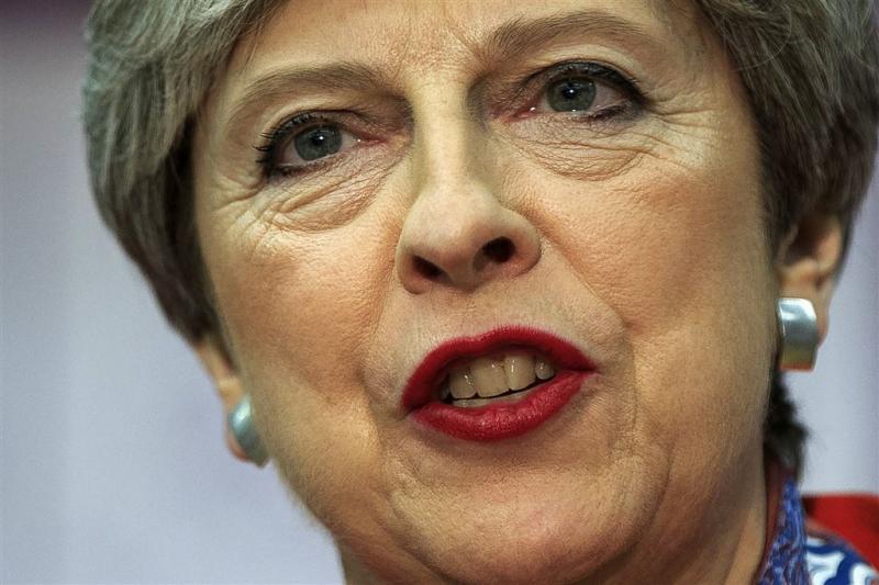 'Boze partijgenoten May dreigen'