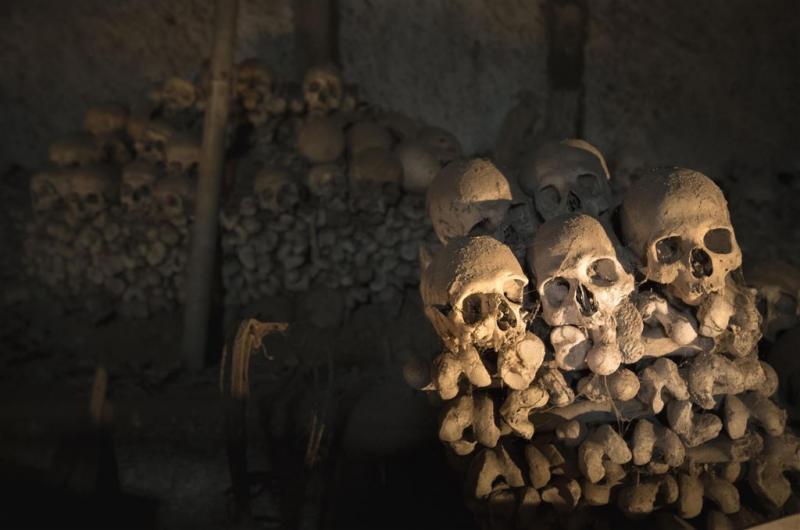 Verdwaalde kids gered uit catacomben Parijs