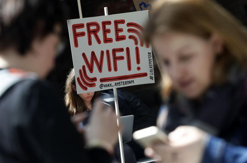 Jeugd onvoorzichtig op onbeveiligde wifi