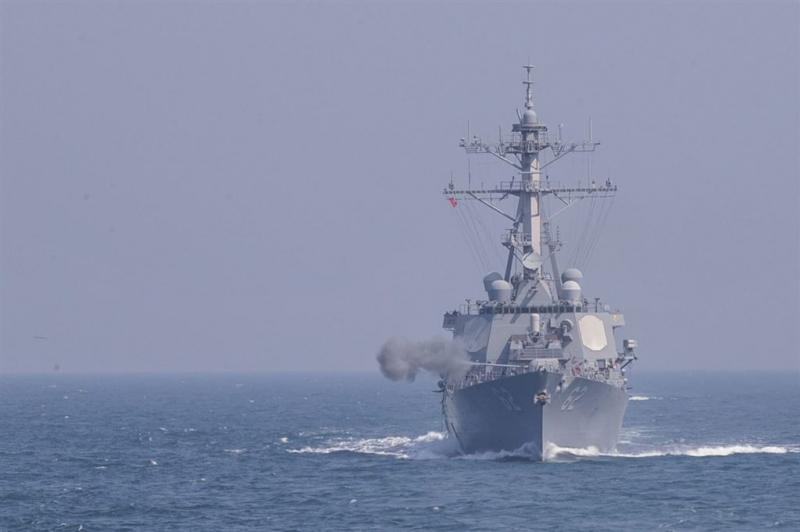 Zeven vermisten na aanvaring marineschip VS