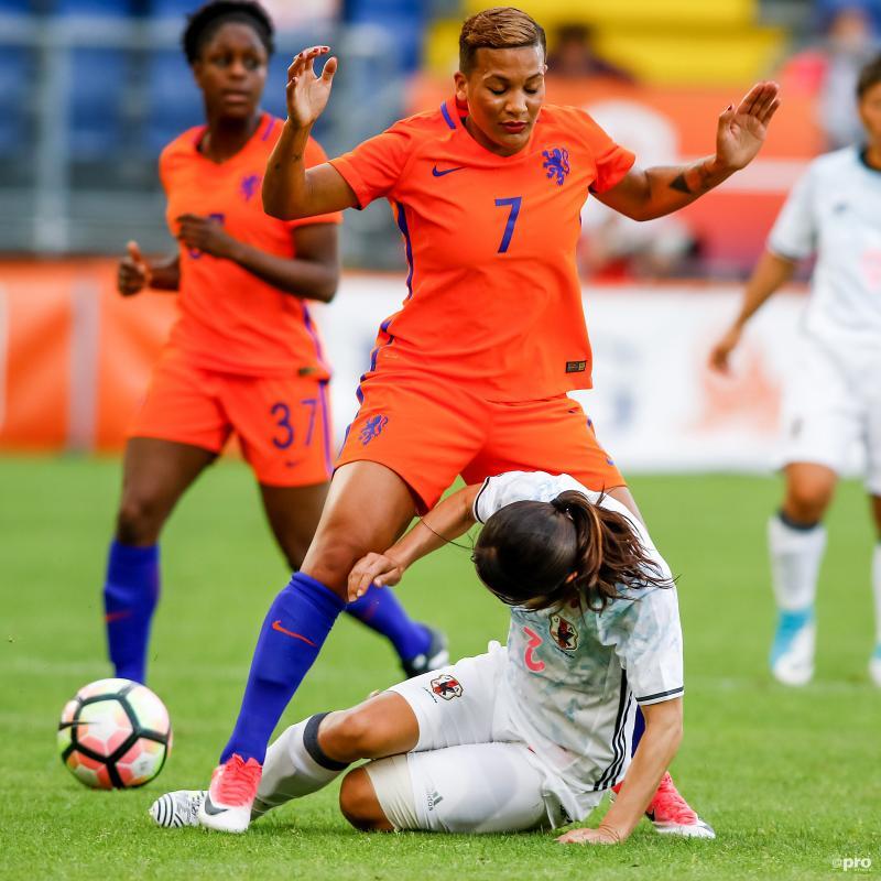 Nederlands elftal-speelster Shanice van de Sanden komt op een hele vreemde manier in aanvaring met een Japanse speelster, wat is hier gaande? (Pro Shots / Remko Kool)