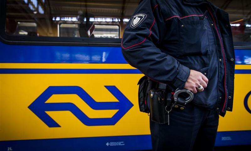 Agressieve treinpassagiers slaan en spugen