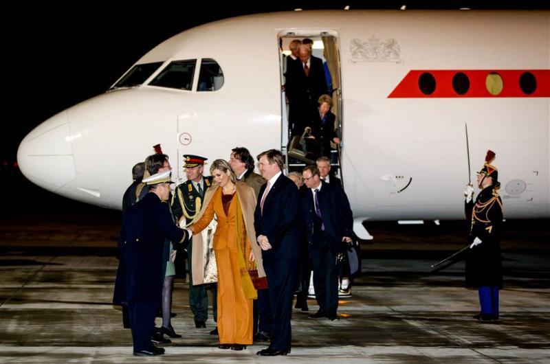 Koning haalt brevet voor regeringsvliegtuig