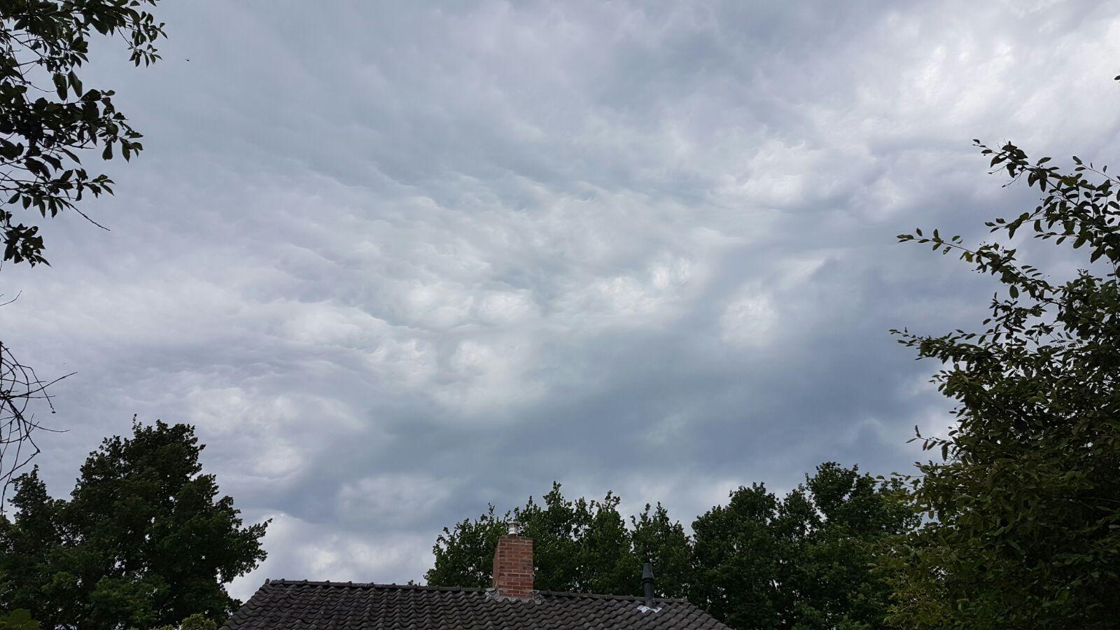 Wolken boven Rolde (foto: Bondage)
