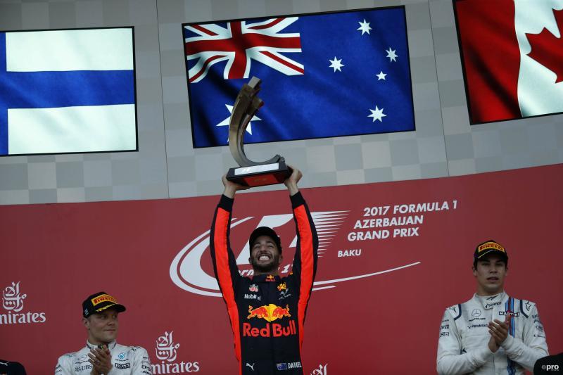 Ricciardo viert zijn overwinning uitbundig (Pro Shots / Action Images)