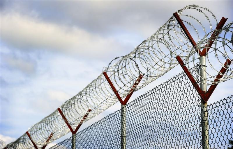 Gevangenis wordt ontruimd om vliegtuigbom