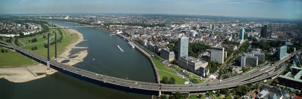 De skyline van Düsseldorf (Foto: Panoramio)
