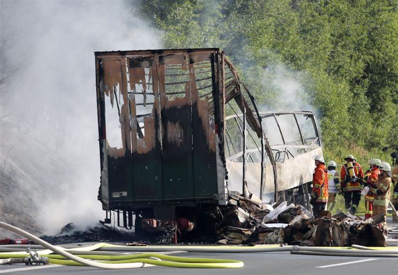 Achttien doden door busongeluk in Beieren