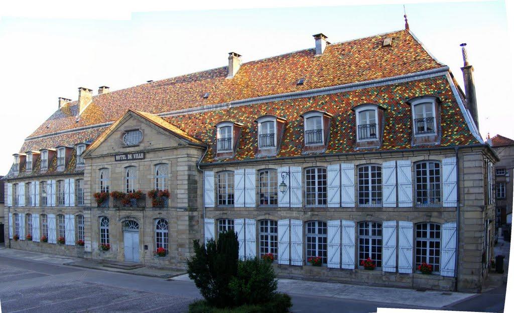 Het fraaie stadhuis van Vauvillers (Foto: Panoramio)