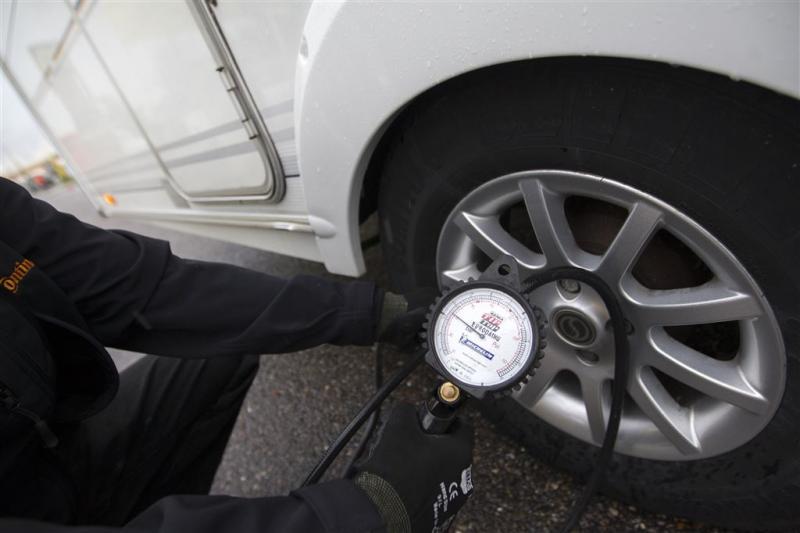 Veel auto's op pad met te lage bandenspanning