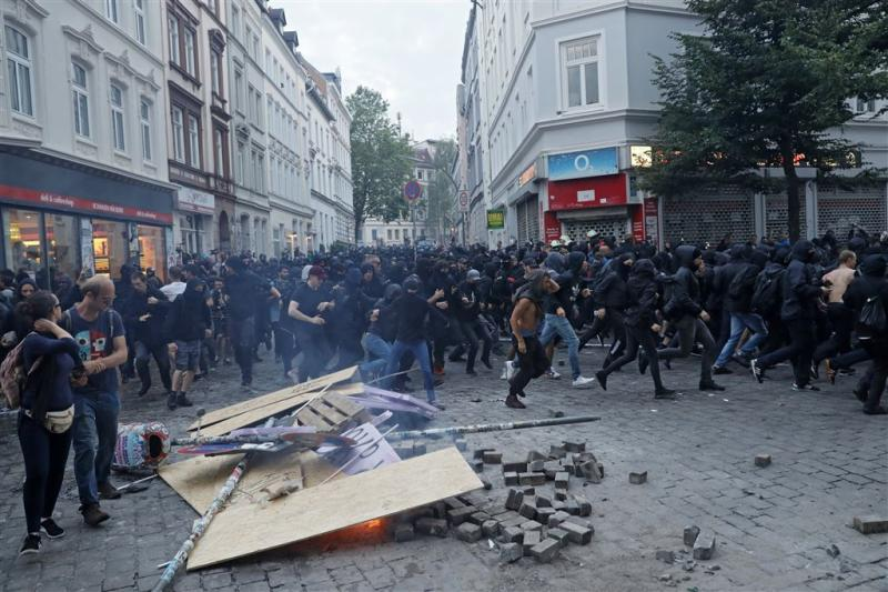 Actievoerders plunderen winkels in Hamburg