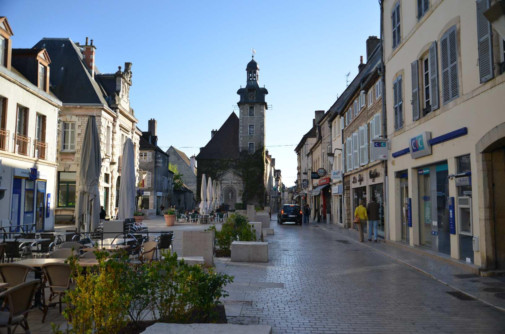 In Nuits-Saint-Georges is altijd wat te doen (Foto: WikiCommons)