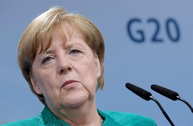 Merkel belooft schadevergoeding na rellen