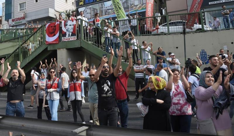 Protestmars Turkije eindigt met massabetoging