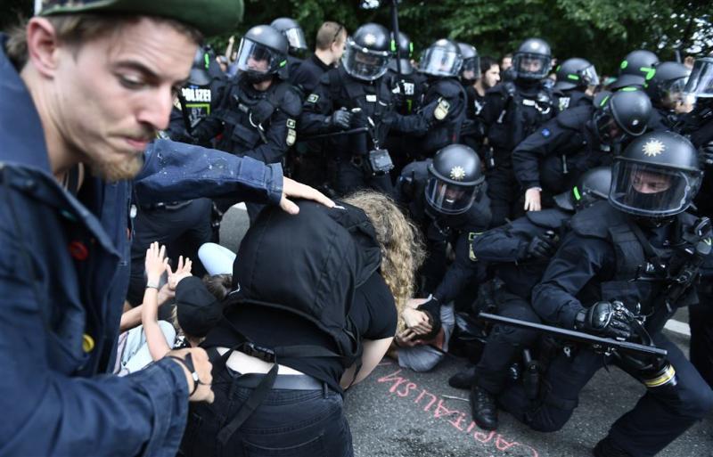 Honderden agenten gewond door rellen Hamburg