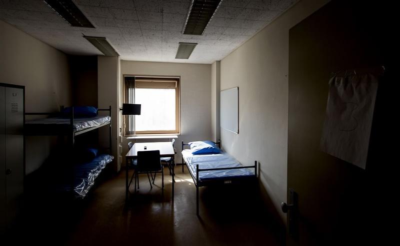 Lastige asielzoeker blijft 's nachts binnen