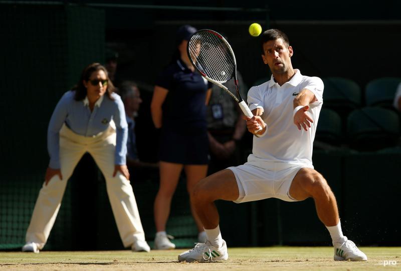 We troffen Novak Djokovic in deze vreemde houding aan, wat is hier aan de hand? (Pro Shots / Action Images)