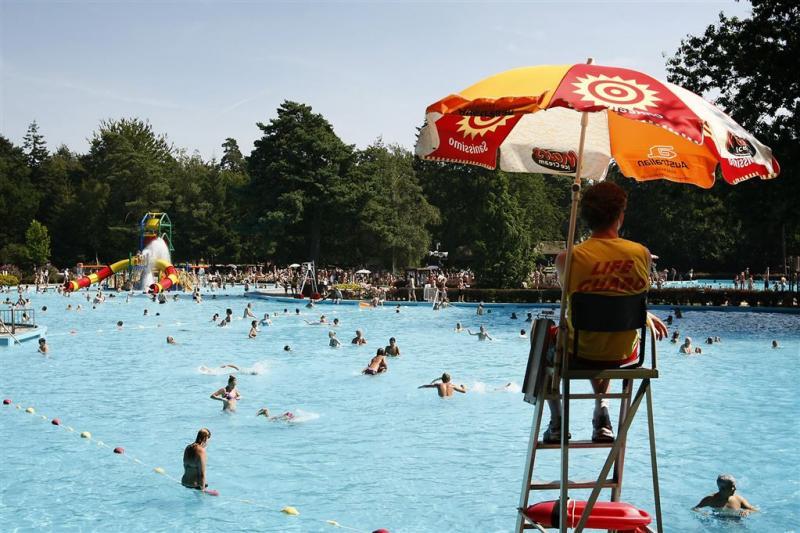 Hoger loon voor zwembadmedewerkers