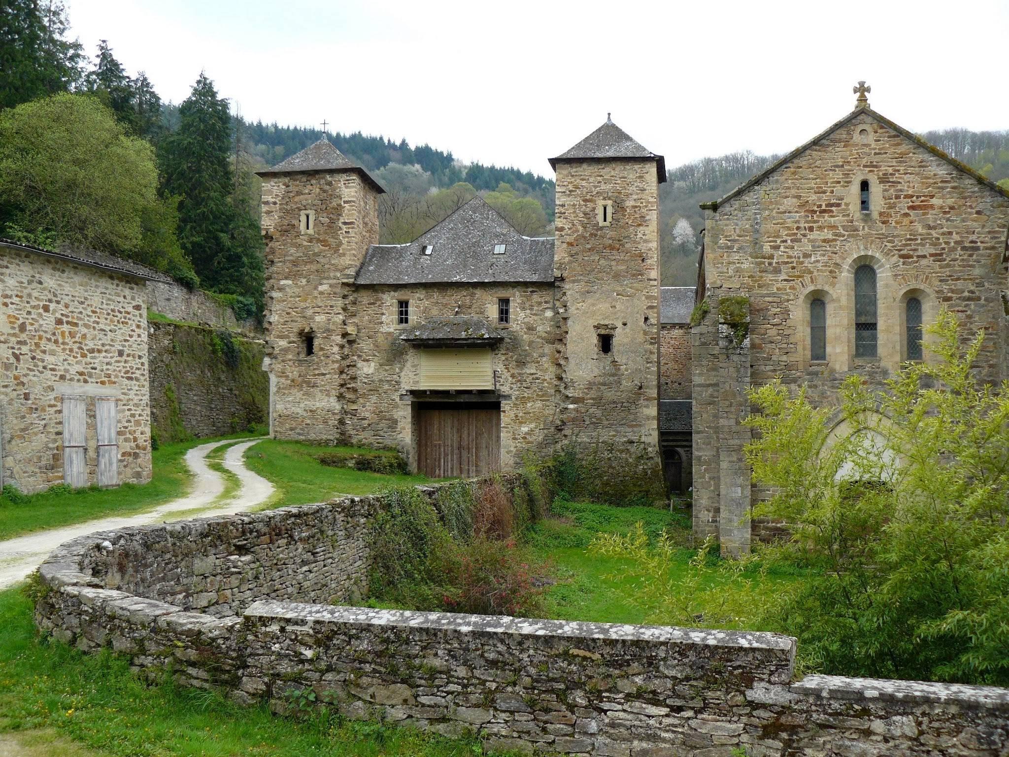 We rijden langs een mooie abdij (Foto: Panoramio)