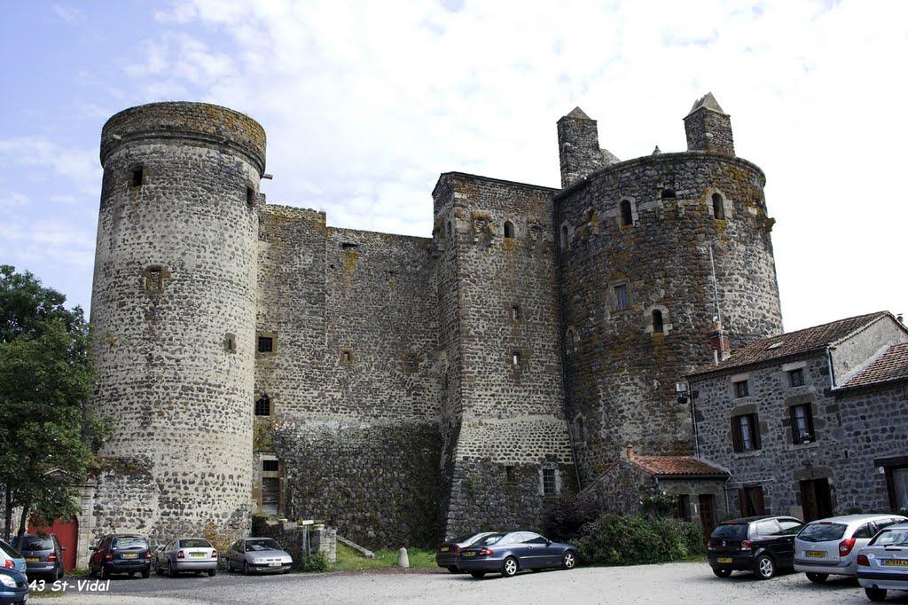 Saint-Vidal kent een prima kasteel (Foto: Panoramio)