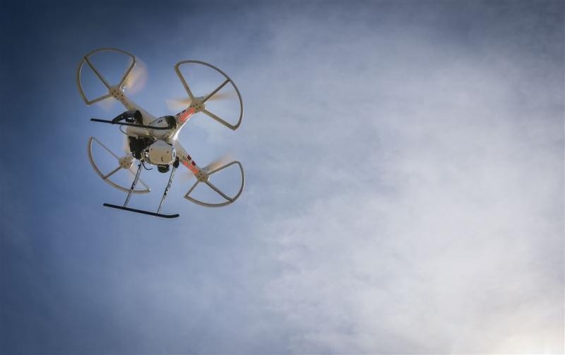 Man met drone bij Schiphol opgepakt