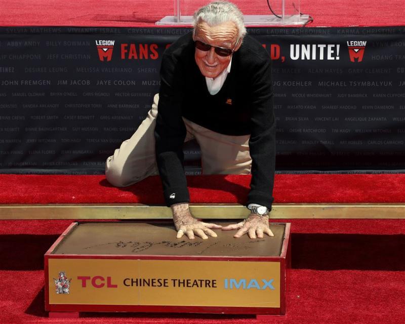 Hand- en voetafdrukken Stan Lee vereeuwigd