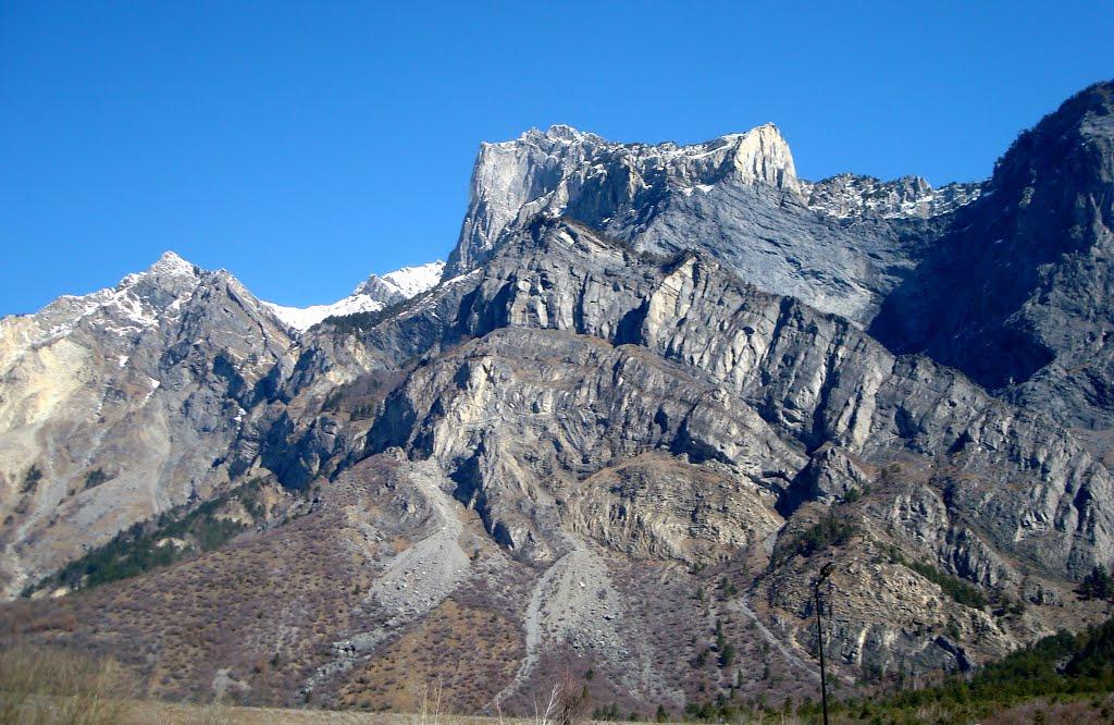 De renners zien de bergtoppen weer liggen (Foto: Panoramio)