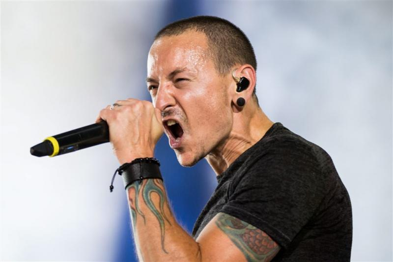 'Chester Bennington in privékring begraven'