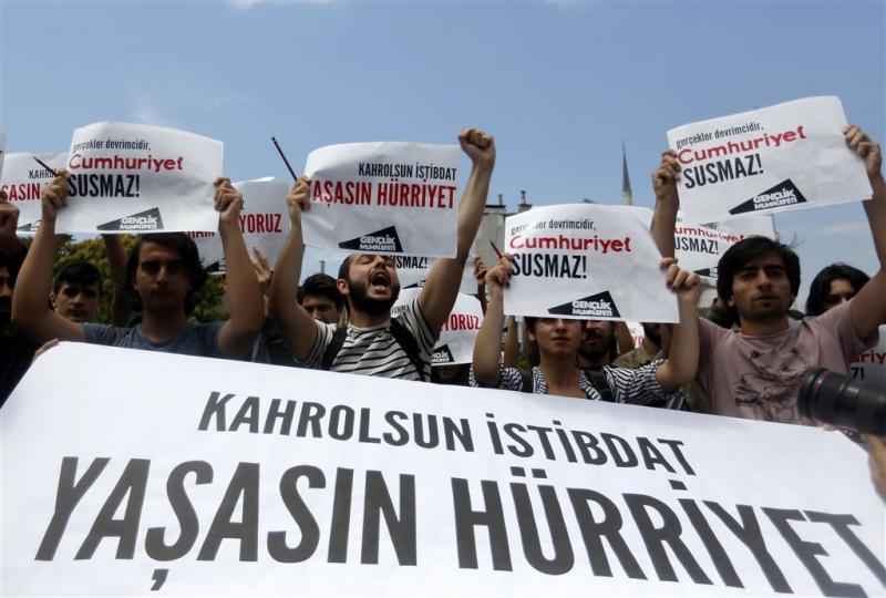 Turkse justitie laat zeven journalisten gaan