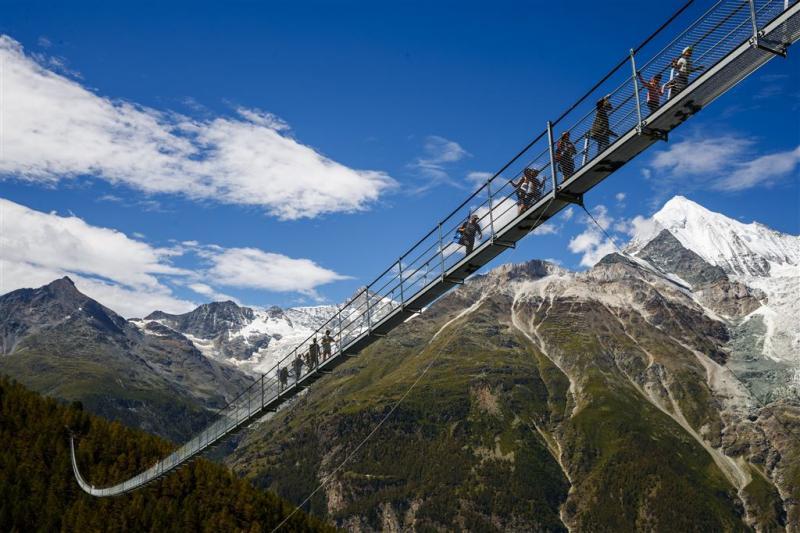 'Langste hangbrug ter wereld' geopend