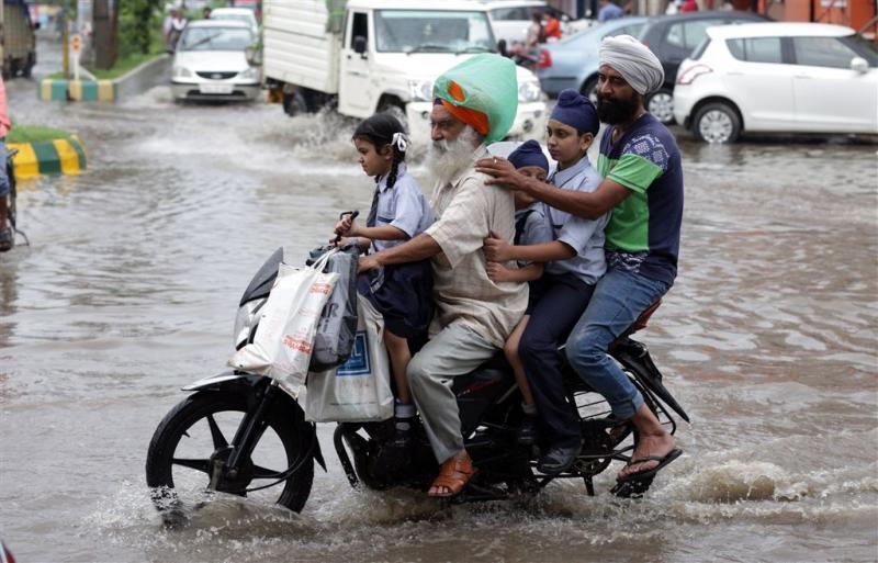 Ruim 850 doden door regenval India