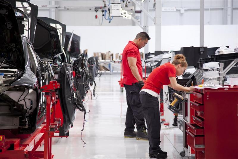 Musk bij presentatie eerste Tesla Model 3