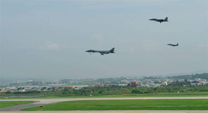 Bommenwerpers VS vliegen bij Noord-Korea